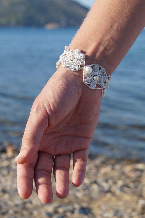 Handmade crafts knitted bracelet