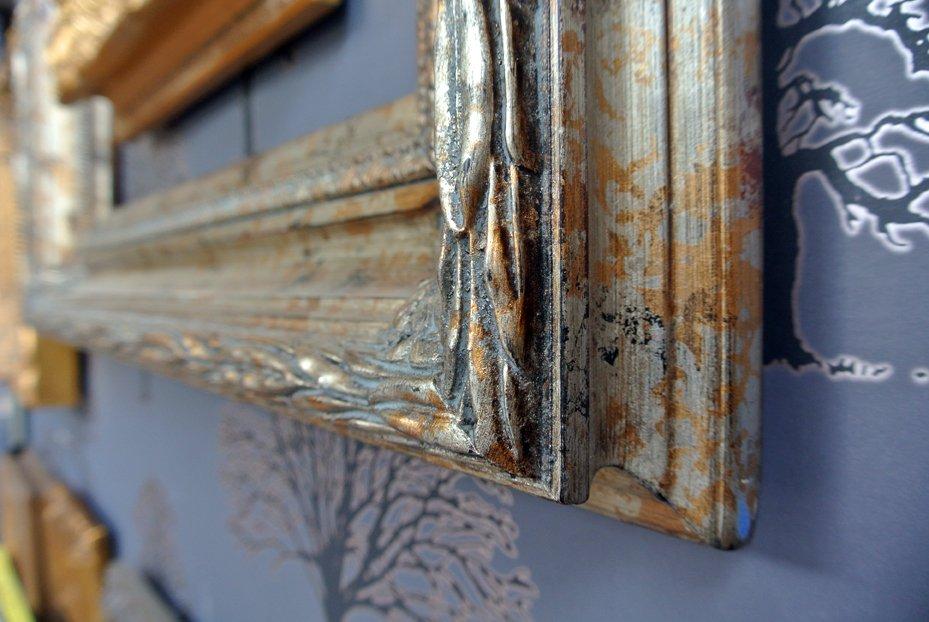 Κορνίζες τοίχου ξύλινες